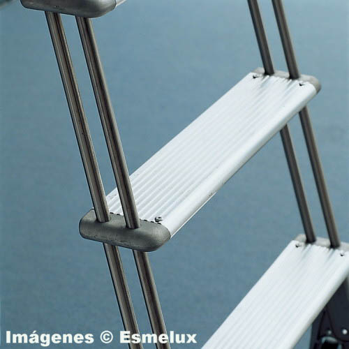 Escalera SF con ruedas adosada a estanterías. Imagen #5