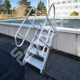 Escalera fija lateral 45º altura vertical 3180 mm