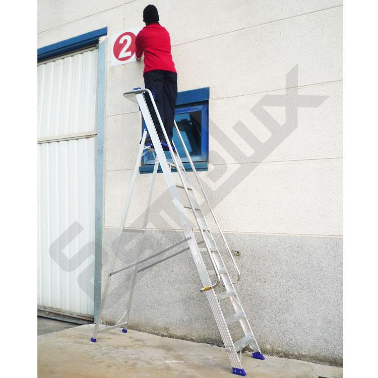 Escaleras aluminio de tijera con barandilla nrgn for Escaleras 10 peldanos de tijera