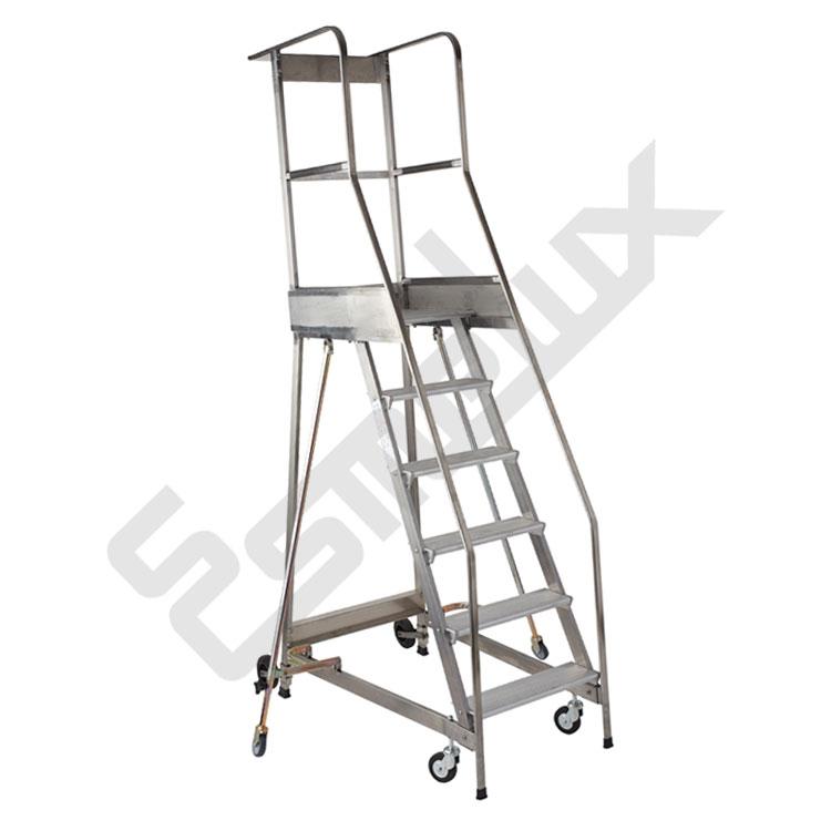 Escaleras de plataforma con ruedas ccbs for Escaleras 7 escalones