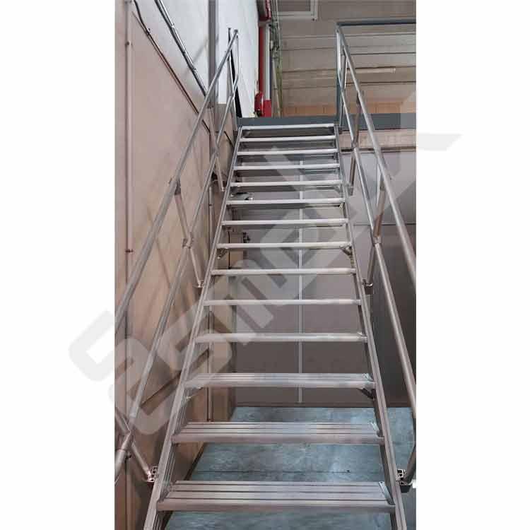 Escalera fija para acceso a cubiertas altillos for Normas de seguridad para escaleras fijas