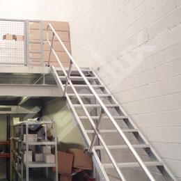 Escaleras fijas de acceso frontal. Imagen #3