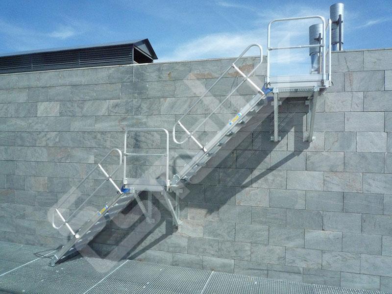 Escaleras fijas de acceso lateral. Imagen #0