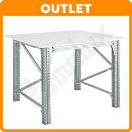 Mesas taller cuadradas blancas en exposición