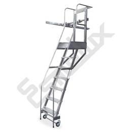 Escalera SL adosada a estantería, con ruedas