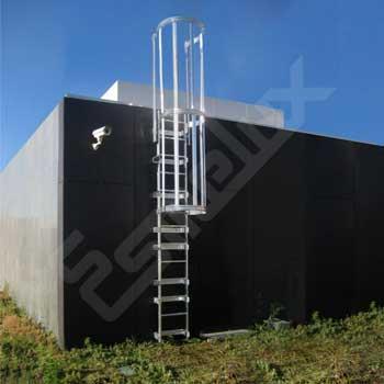 Escalera fija inox con protección de espalda