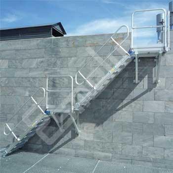 Esc.fija lateral 45º c/platafs.alt vertical 3800mm