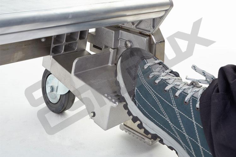 Escalera SR sobre 4 ruedas, con mecanismo de freno. Imagen #4