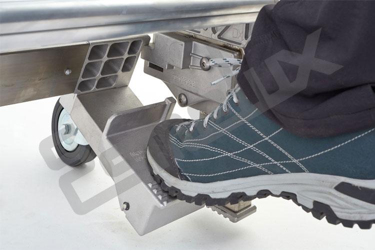 Escalera SR sobre 4 ruedas, con mecanismo de freno. Imagen #5