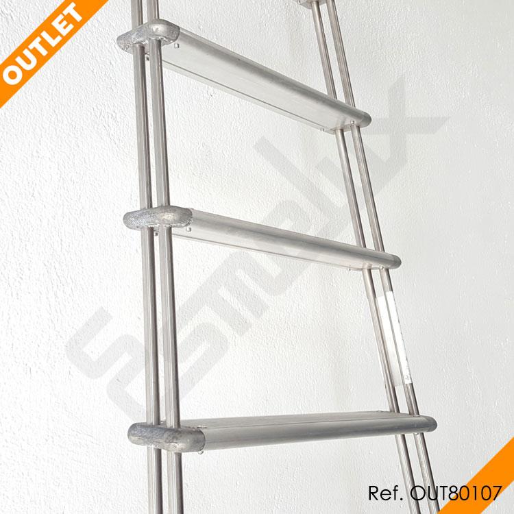 Escalera Adosada C1 con ganchos en OUTLET. Imagen #3
