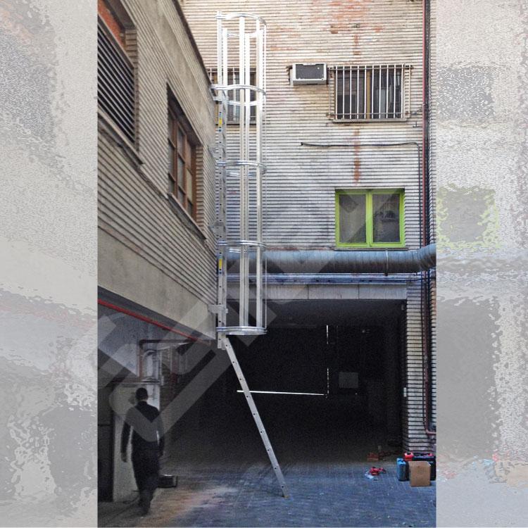 Accesorios para Escaleras Fijas Verticales. Imagen #1