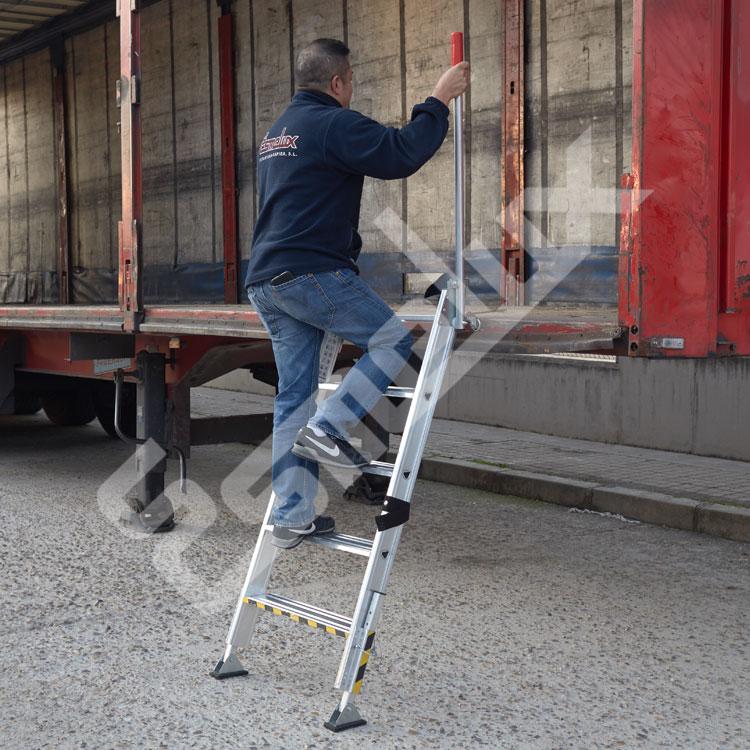 Escalera TRUCK de acceso a camiones. Imagen #0