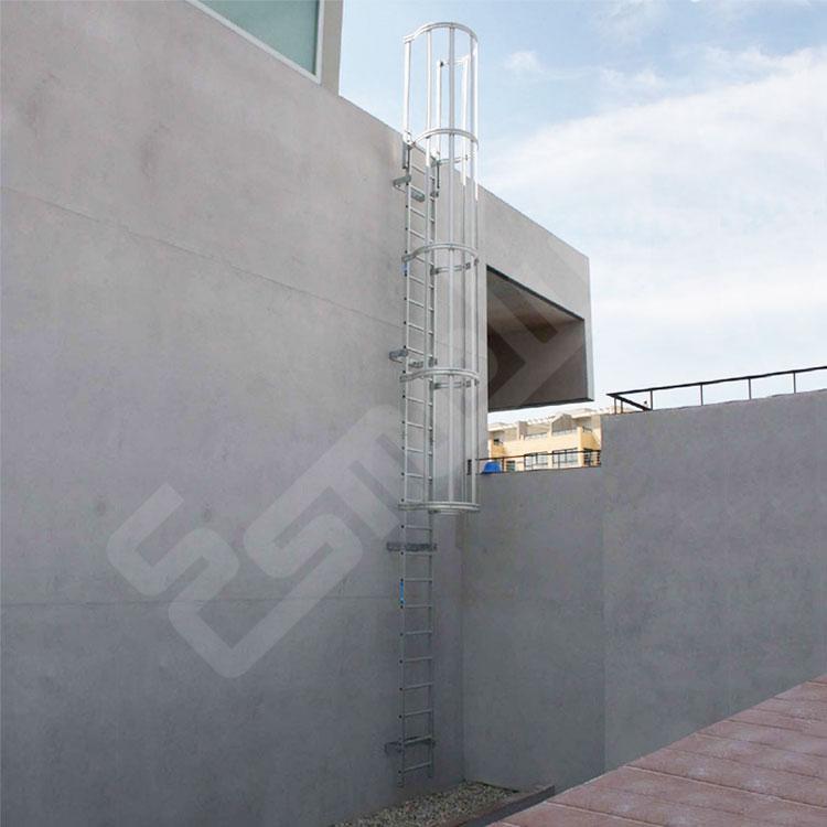 Escaleras fijas con protección espalda 1 tramo. Imagen #0