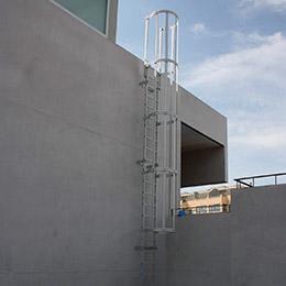 Escaleras fijas con protección espalda 1 tramo. Imagen #7